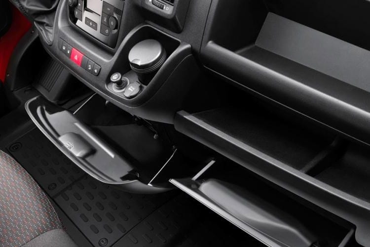 Citroen Relay 35 L3 2.2 BlueHDi FWD 140PS X Platform Cab Manual [Start Stop] detail view